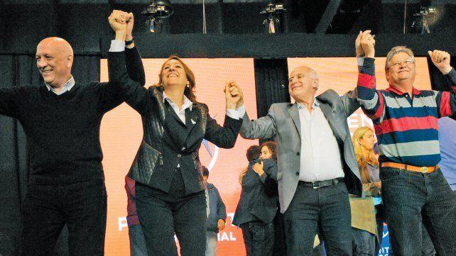 El 14 de junio de 2005 Lifschitz gana las elecciones y será el próximo gobernador de Santa Fe. Festejan Bonfatti, Fein y Fascendini.