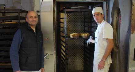 En Villa Constitución, un panadero libra su propia batalla contra la sal