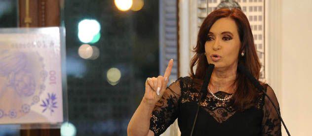 VOLVER A ESCENA. Cristina reapareció en público tras los violentos saqueos.