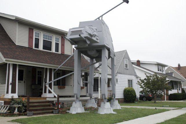 La enorme instalación que rinde homenaje a Star Wars fue construida en una casa en Ohio.