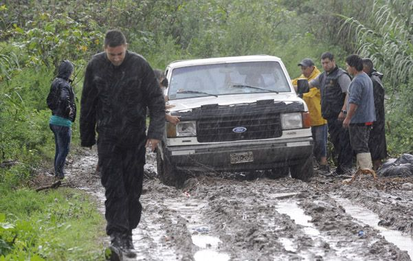 En el lugar. Policías en el sendero donde hallaron el cuerpo de Jorge Lavezzi