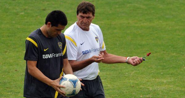 Falcioni seguiría en Boca, pese a la cada vez más tensa relación con Riquelme