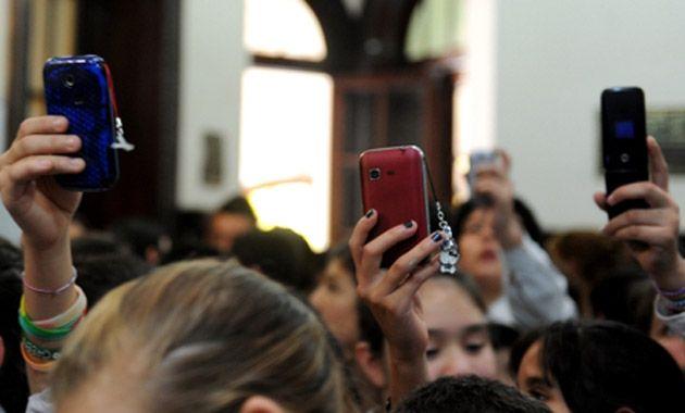 Cada vez hay más celulares y las antenas son las mismas por lo cual las fallas son innumerables. (Foto: C. Mutti Lovera)