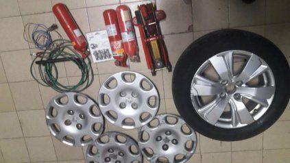 El delincuente de Buenos Aires tenía elementos robados en el baúl de su auto y en la casa que alquilaba en Funes.