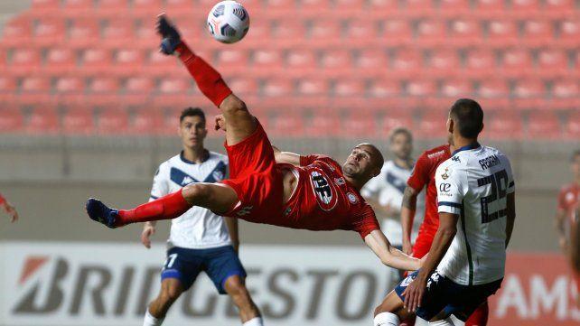 Vélez se trajo los tres puntos de Chile.