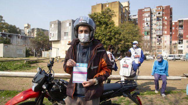 En Buenos Aires el operativo de vacunación también se realiza casa por casa.