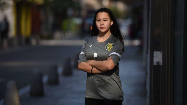 La joven Selena Chamorra empezó a celebrar el fútbol en una plaza de su barrio