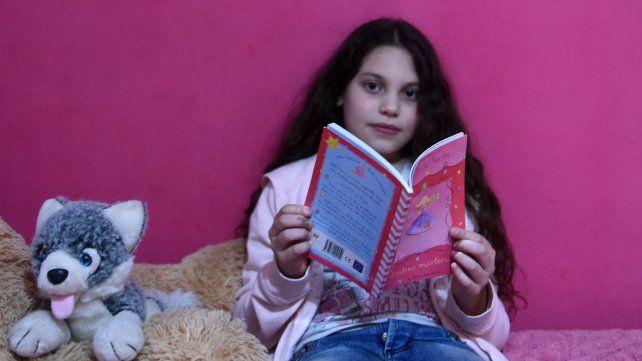 Sofía, la nena que en un año leyó más de 200 libros de cuentos