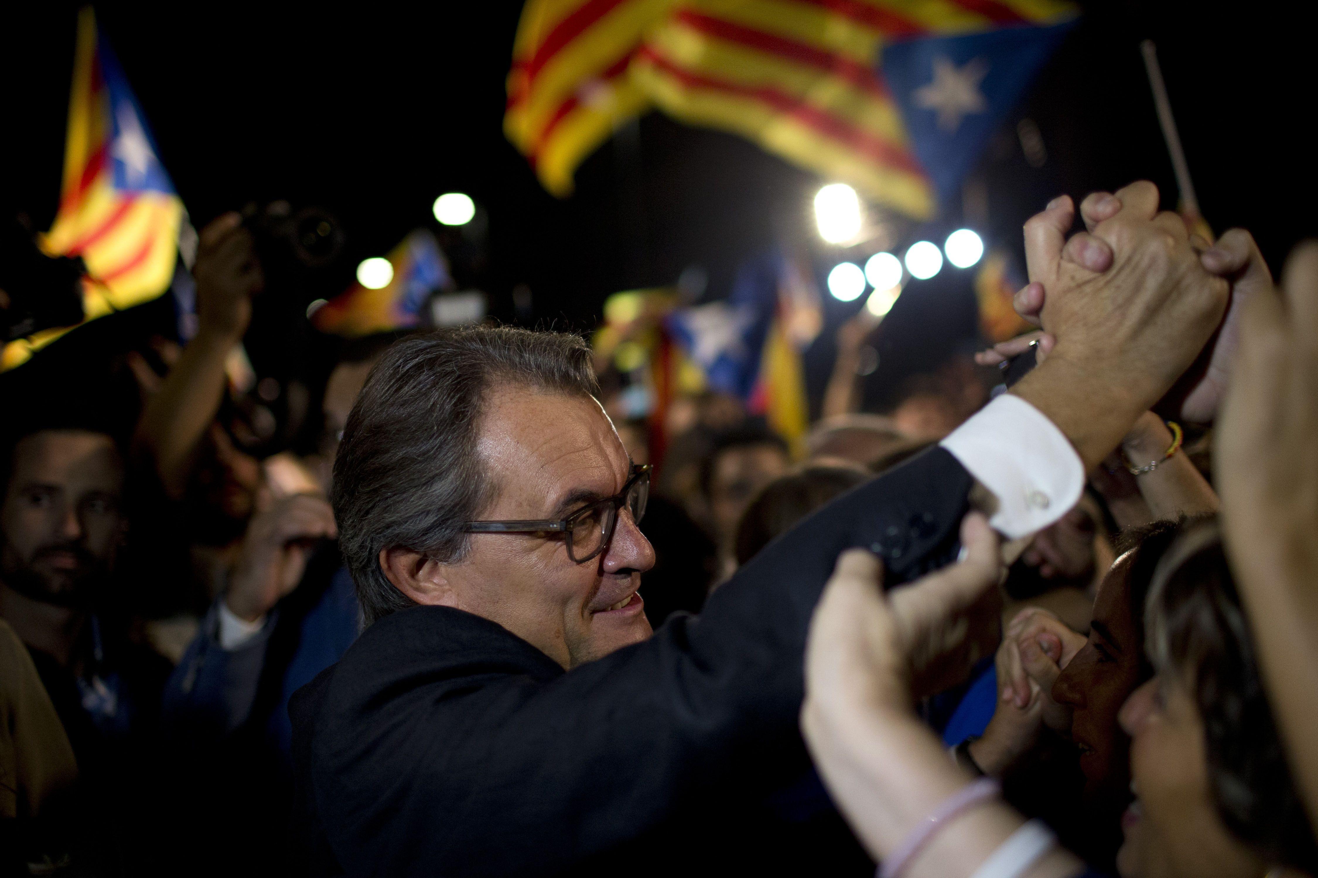 En problemas. Artur Mas la noche de la victoria del 27 de septiembre. Desde entonces se halla en un laberinto. (AP)