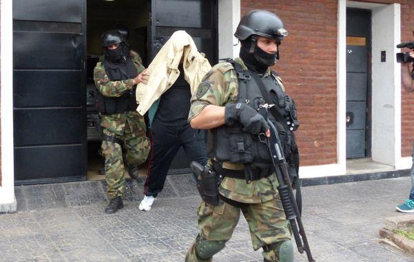 Captura. La salida de Diego Panadero Ochoa de su casa de Pueyrredón al 3700. Lo acusan por dos homicidios. (foto: Angel Amaya)