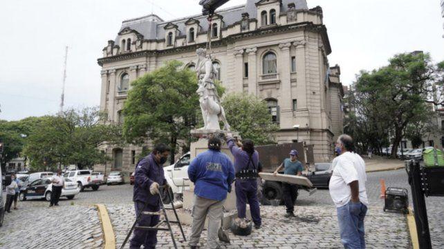 La restauración de la estatua de