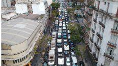 Una caravana de camiones, ómnibus y autos copó la zona del Obelisco en el Día de la Lealtad.