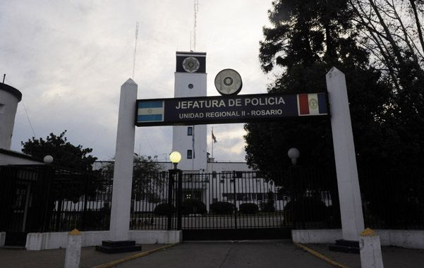 La Jefatura. Una fiscal está convencida de que el delito existió allí y pidió indagar a los policías Víctor A. y Néstor O. (foto: Celina Mutti Lovera)
