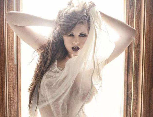 "Jessi ostenta el título de ""La modelo de glamour favorita de América""."