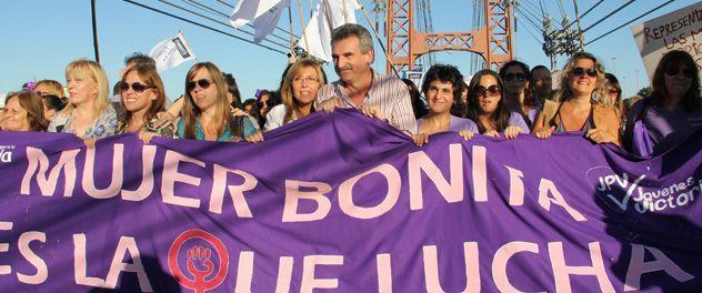 Rossi encabezó la marcha que se realizó en la capital provincial.