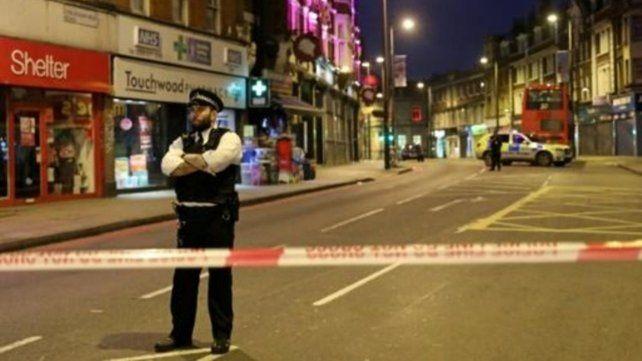 Ataque terrorista en Londres deja tres heridos y el agresor abatido