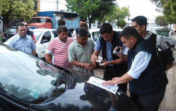 Controlada. La entrega del dinero se filmó en una esquina de Villa G. Gálvez.