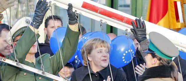 Diciembre de 2007: Merkel levanta la barrera fronteriza con Polonia.
