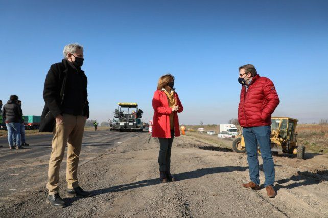 La ministra Silvina Frana y el administrador de la DPV Oscar Ceschi supervisando los trabajos en la Autopista Rosario-Santa Fe.