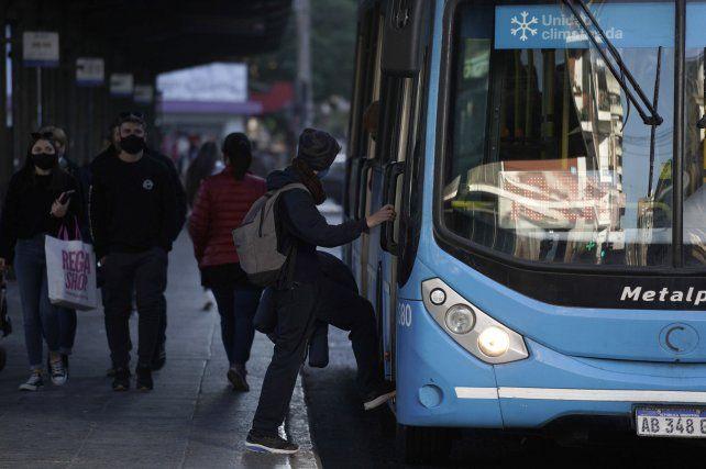 El transporte de Rosario aún no pudo recuperar la cantidad de pasajeros que tenía antes de la pandemia.