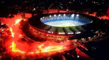 Nápoles llora a Maradona en un homenaje en el estadio que llevará su nombre