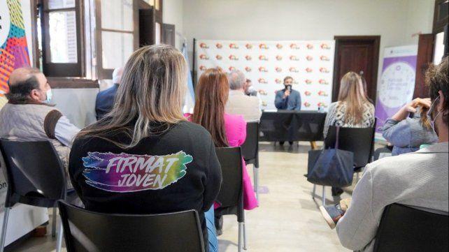El acto de presentación se desarrolló en las instalaciones del Centro Universitario Firmat.