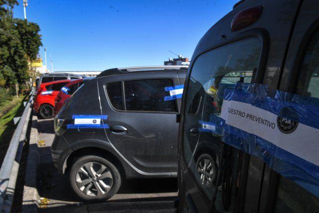 Algunos de los autos que fueron secuestrados en controles policiales.