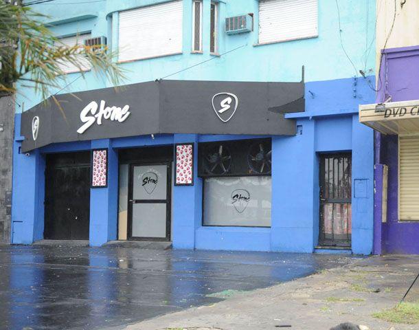 Analía Any Rivero cayó al ser alcanzada por las balas disparadas desde una camioneta frente a la disco Stone en Capitán Bermúdez.