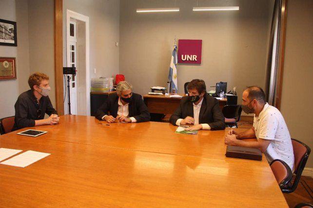 Firmaron el convenio marco el el decano de la UNR y el presidente comunal y presidente del Cita.