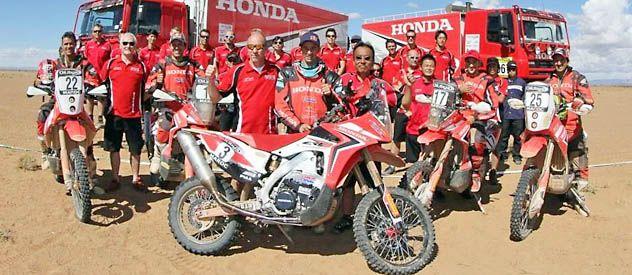 Buena Honda. Javier Pizzolito junto al team oficial con el que buscará la revancha luego del grave accidente de 2012.