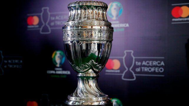 Se va. La Copa América no se jugará en Argentina y los dirigentes de la Conmebol buscan nuna nueva sede.