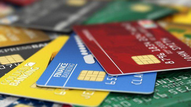 Descubren a dos mujeres y un hombre cuando compraban en un súper con tarjeta trucha