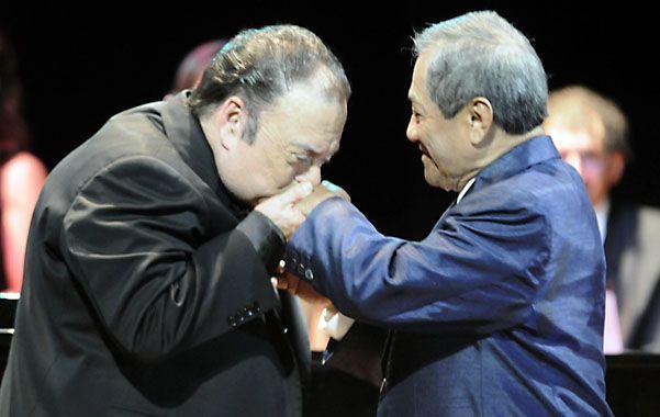 Elio Wainberg (izquierda) con el cantante Armando Manzanero