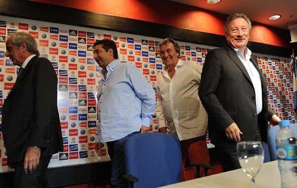 Segura (derecha) buscará la reelección en la casa madre del fútbol argentino. (Foto de archivo)