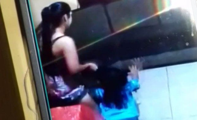 Detienen a una niñera que golpeaba a dos nenas