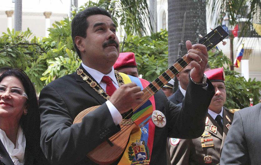Guitarreando. Maduro en los jardines del palacio presidencial el pasado 5 de julio