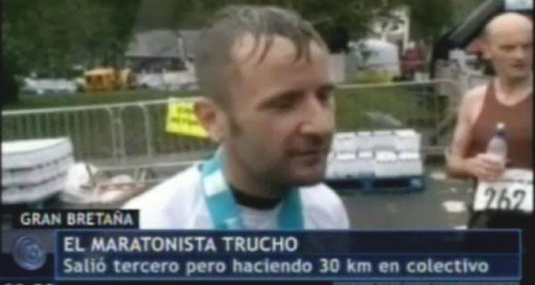 Un maratonista trucho terminó la carrera en colectivo y salió tercero