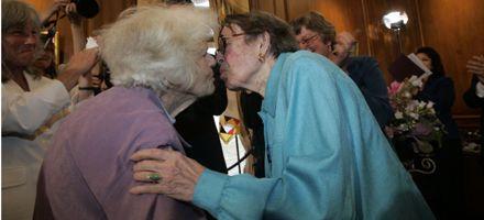 Dos octogenarias, protagonistas de las primeras bodas homosexuales en California