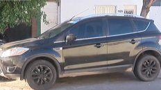 La imagen de la camioneta que recibió los disparos.