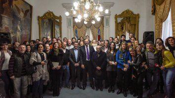 El vicegobernador, Adán Bahl, y el secretario General de la Gobernación, Edgardo Kueider, encabezaron el acto por el Día del Periodista. Ratificaron la defensa de la libertad de expresión y las fuentes laborales. Luego, todos posaron para la foto.