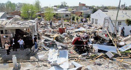 Una muerta, ocho heridos y quince casas destruidas por una explosión