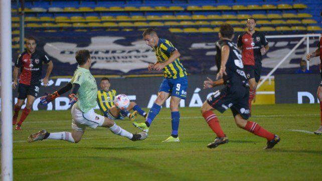 Central impuso su fútbol en el clásico ante Newell