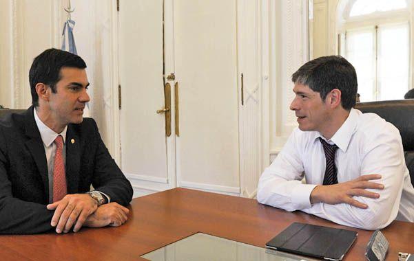 Reunión. El jefe de Gabinete Abal Medina (der.) habló ayer con el gobernador de Salta