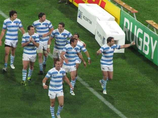 Festejo puma tras el triunfo ante Escocia. Foto: AP