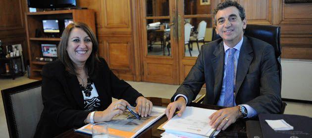 La intendenta de la ciudda junto al ministro randazzo. (Foto: Ministerio del Interior y Transporte)