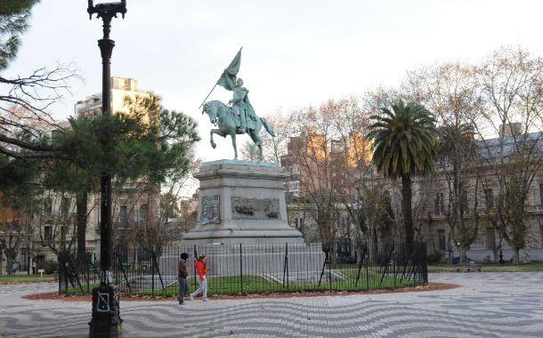 Plaza San Martín. Un ejemplo de los pocos lugares donde se colocaron rejas. La idea del PRO va por más.