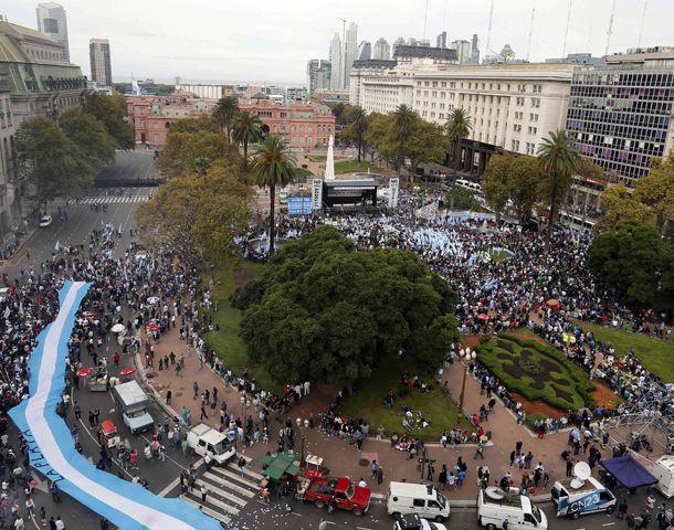 ¡La plaza esta repleta compañeros! ¡Eso demuestra la voluntad del pueblo argentino!