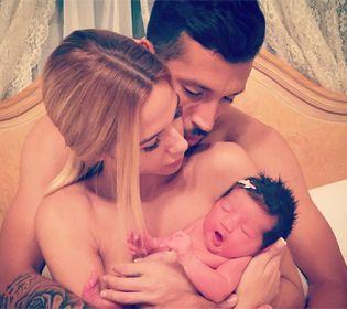 Ezequiel y Tamara presentaron en sociedad a su tan esperada hija.