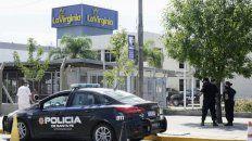 La policía trabaja en la planta de La Virginia, que fue asaltada esta mañana.