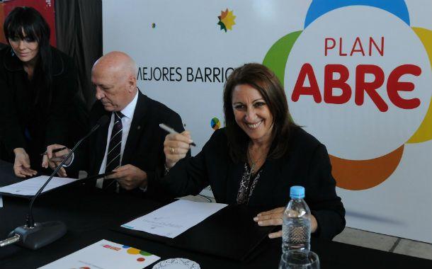 El mandatario y la intendenta presentaron el proyecto Abre en el Galón Nº 11. (Foto: prensa Municipalidad)